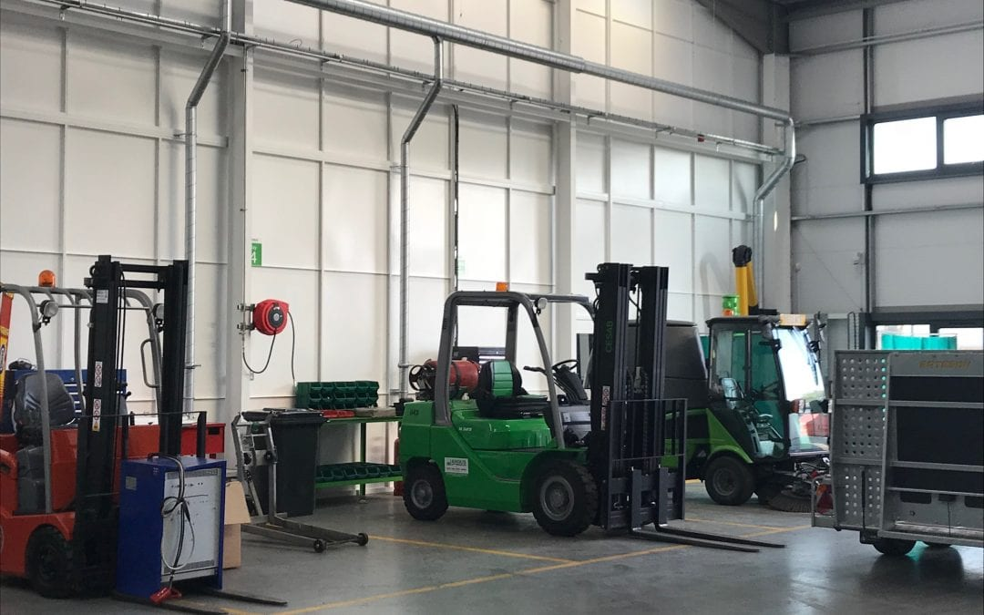 Buying Refurbished Forklifts: A Comprehensive Guide & What to Check